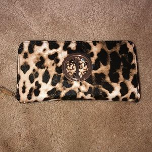 NWOT Leopard Clutch